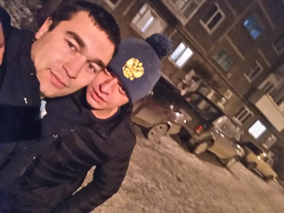 Знакомства Первоуральск, фото мужчины Den, 29 лет, познакомится для флирта, любви и романтики, cерьезных отношений