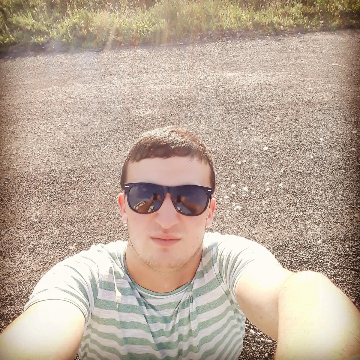Знакомства Красноярск, фото парня Максим, 25 лет, познакомится для флирта, любви и романтики, cерьезных отношений